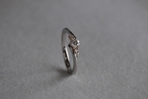 ダイヤモンドを彩る糸